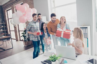 Deutsche Arbeitgeber dürfen am meisten für Geschenke ausgeben